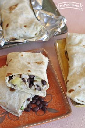 Burritos con Pollo y Salsa de Frijoles Negros