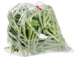 Guarda los vegetales en bolsas de plástico perforadas.